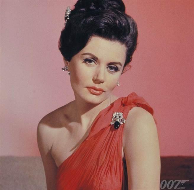 烏妮絲蓋森是首位龐德女郎。(取自James Bond推特)
