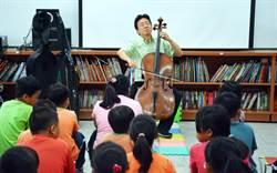 新南國小畢業禮  張正傑為孩子上一堂音樂課當禮物