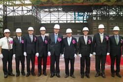 國內最大!台飛新棚廠上樑 明年正式啟用