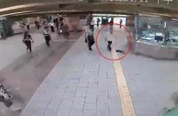 北捷龍山寺站男子持刀揮舞 乘客閃離