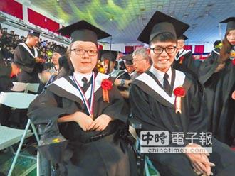 克服傷殘 兩畢業生獲精勤獎