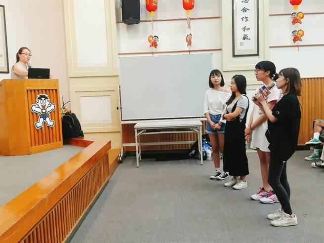 CHOCO TV 內容長張庭翡鼓勵學員先做足功課並教授劇本概念與技巧。(莊淯詠攝)