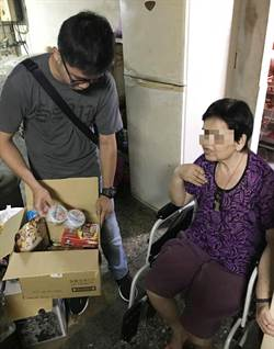 通緝犯掛念骨折母無人顧  暖警送愛到家贈食物用品