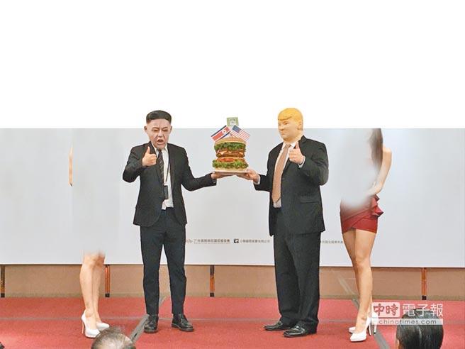 因應「川金會」時事,弘爺漢堡推出「比臉大漢堡」,扮成川普與金正恩搭上國際時事。(台灣連鎖加盟促進協會提供)