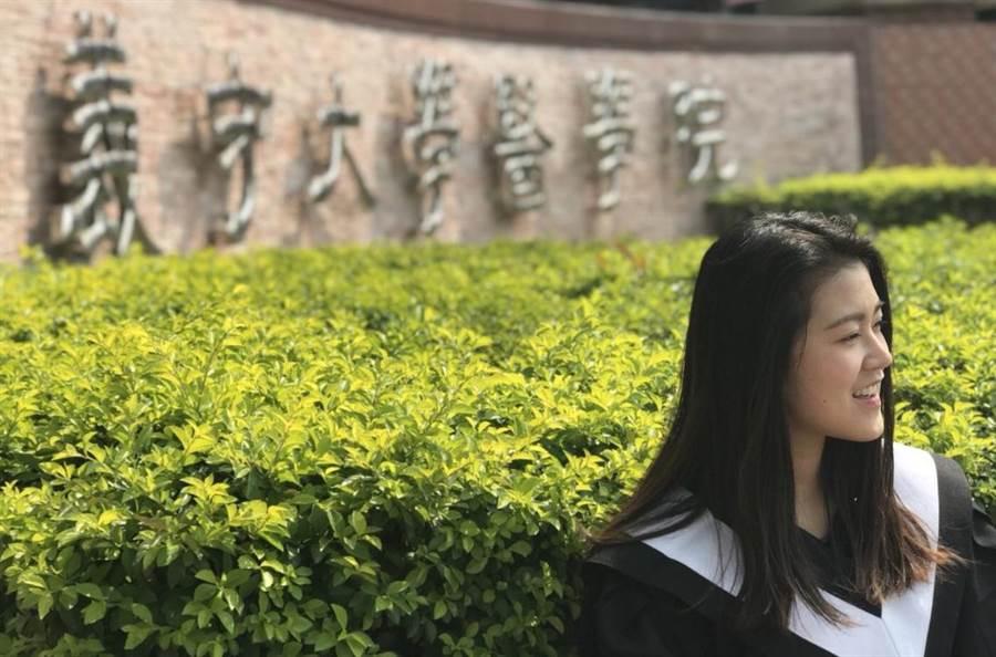 義大醫放系畢業生王羿鈞錄取牛津大學放射生物學研究所。(圖:義守大學提供)