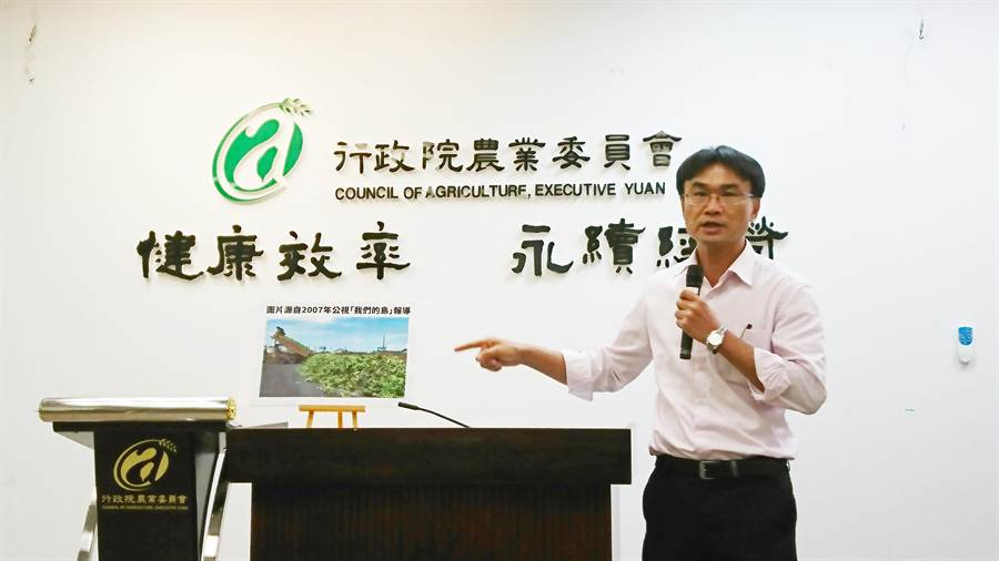 農委會副主委陳吉仲上周駁斥網路上的不實報導,今天真的對臉書社團採取法律行動。(資料照/