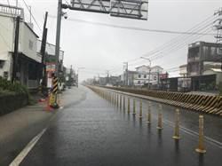 逢雨必淹!屏東羌園降大雨 水深及膝交通受阻