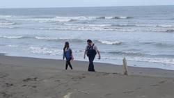 女子為情所困欲輕生 員警衝入海中救回