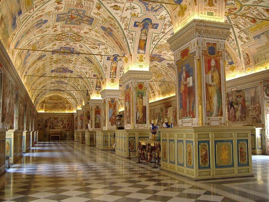 梵蒂岡博物館過去曾是教宗的住所,自15世紀開始才改收藏藝術品。(海鵬提供)