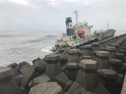遊輪擱淺疑漏油 高市府:只是甲板油汙