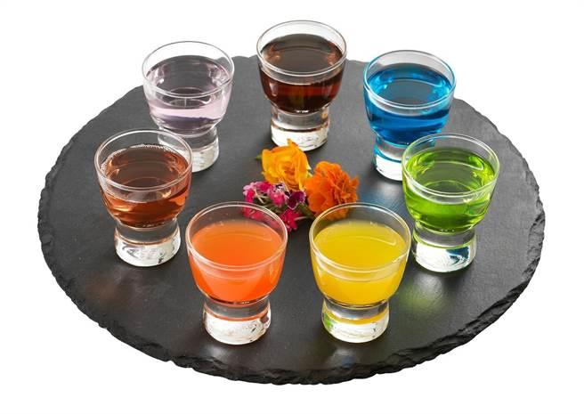 微風信義TAIPEI 47雙人微醺夜虹SHOT,7杯 x 2組,原價2400元、特價1600元+10%。(微風提供)(飲酒請勿過量)