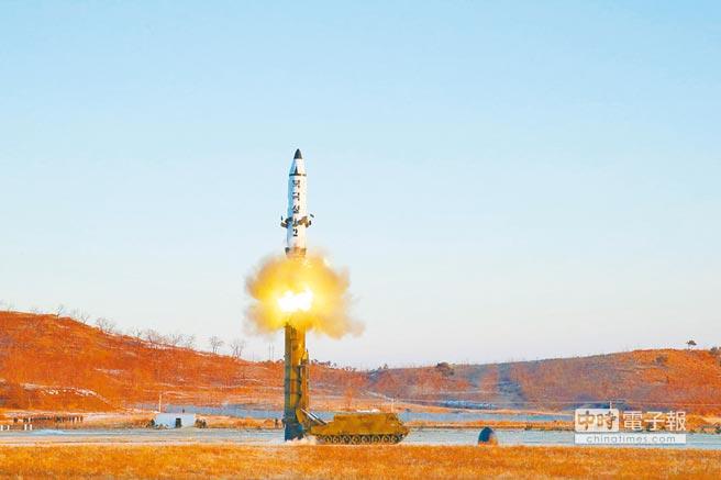 2017年2月13日,北韓北極星-2型地對地中遠程彈道飛彈試射。(新華社)