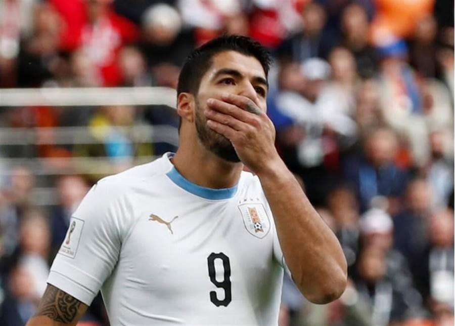 驚傳蘇亞雷斯在訓練時右腿受傷,烏拉圭雙箭頭都有傷在身,8強與法國之戰恐將無法出賽。(路透社資料照)