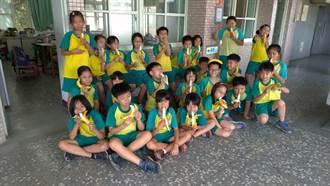 中市西屯學童挺蕉農 吃香蕉與捐零錢愛土地