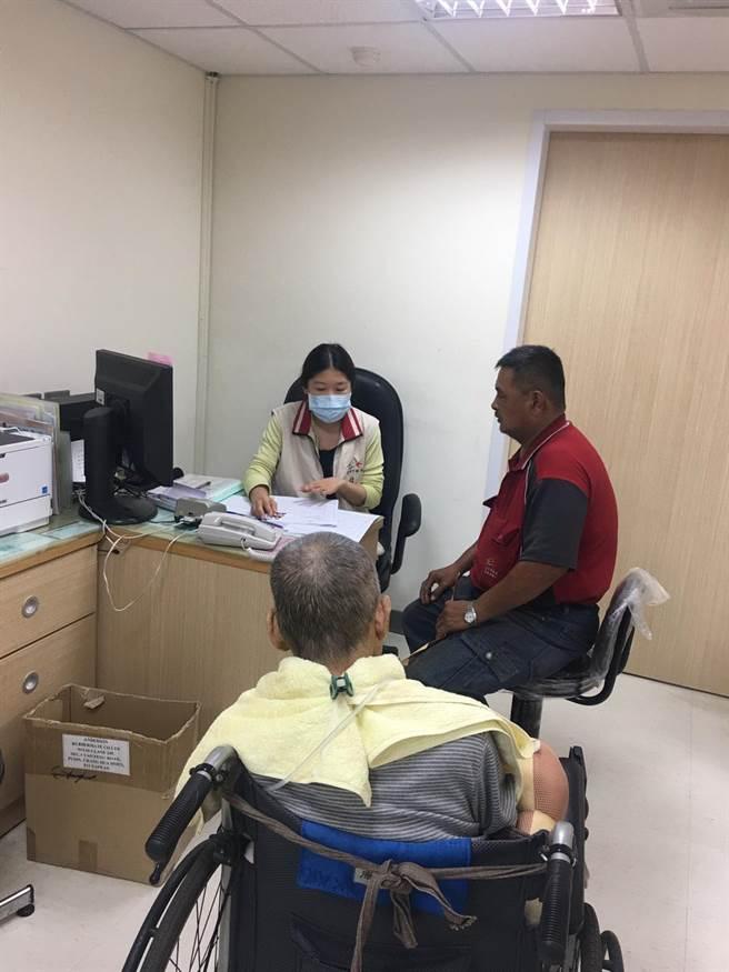 台中市府新制身障證明主動換證,更與台中市7家醫院合作辦理需求評估,簡便身障鑑定及需求評估流程。(圖/台中市府提供)