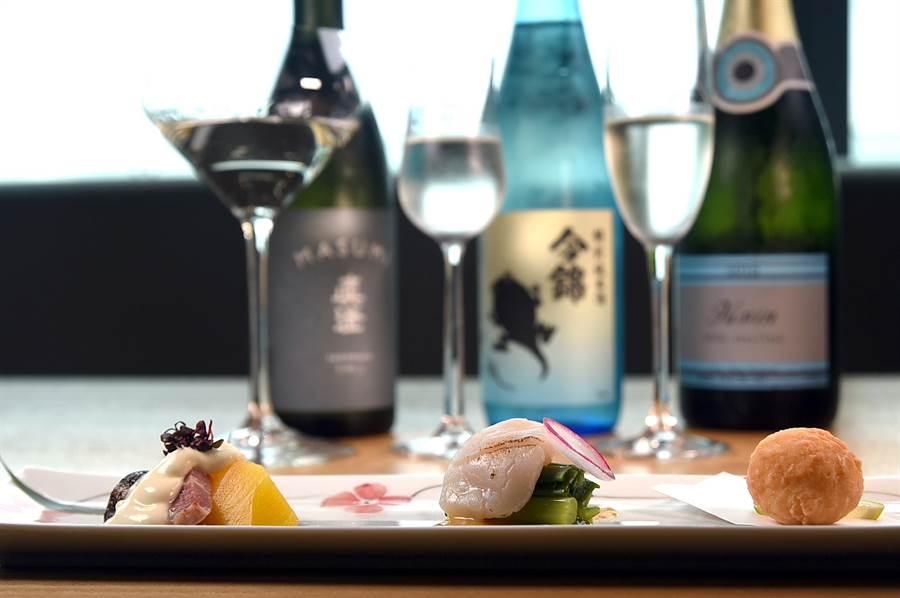 為慶祝新餐廳開幕,〈nana〉自即日起至8月底止每周三、五推出「乾杯101」優惠,1010元可以品飲3杯不同的清酒並搭配3款日式佐酒小食。(攝影/姚舜)