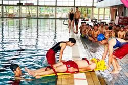 有救生員也沒用? 老婦溺水2分半 2名救生員渾然不知被起訴