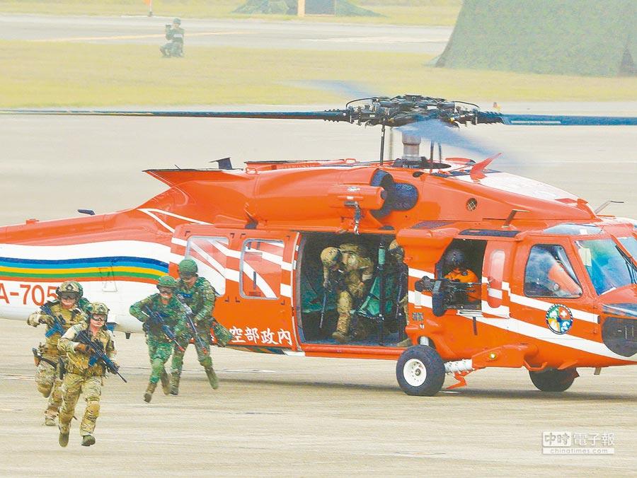 美國參議院版《國防授權法草案》建議美軍應適度參加台灣軍演。圖為6月上旬「漢光34號」演習。(本報系資料照片)