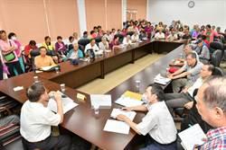 軍公教年改上路 彰化縣議會提供法律諮詢會場大擠爆
