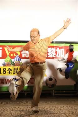 與新北市民一起瘋世足 蘇貞昌大秀花式足球展球技