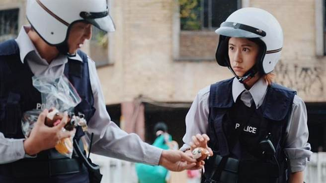 在MV中饰演女警的林予晞及导演等人,也到场分享拍摄心得。(林郁平翻摄)