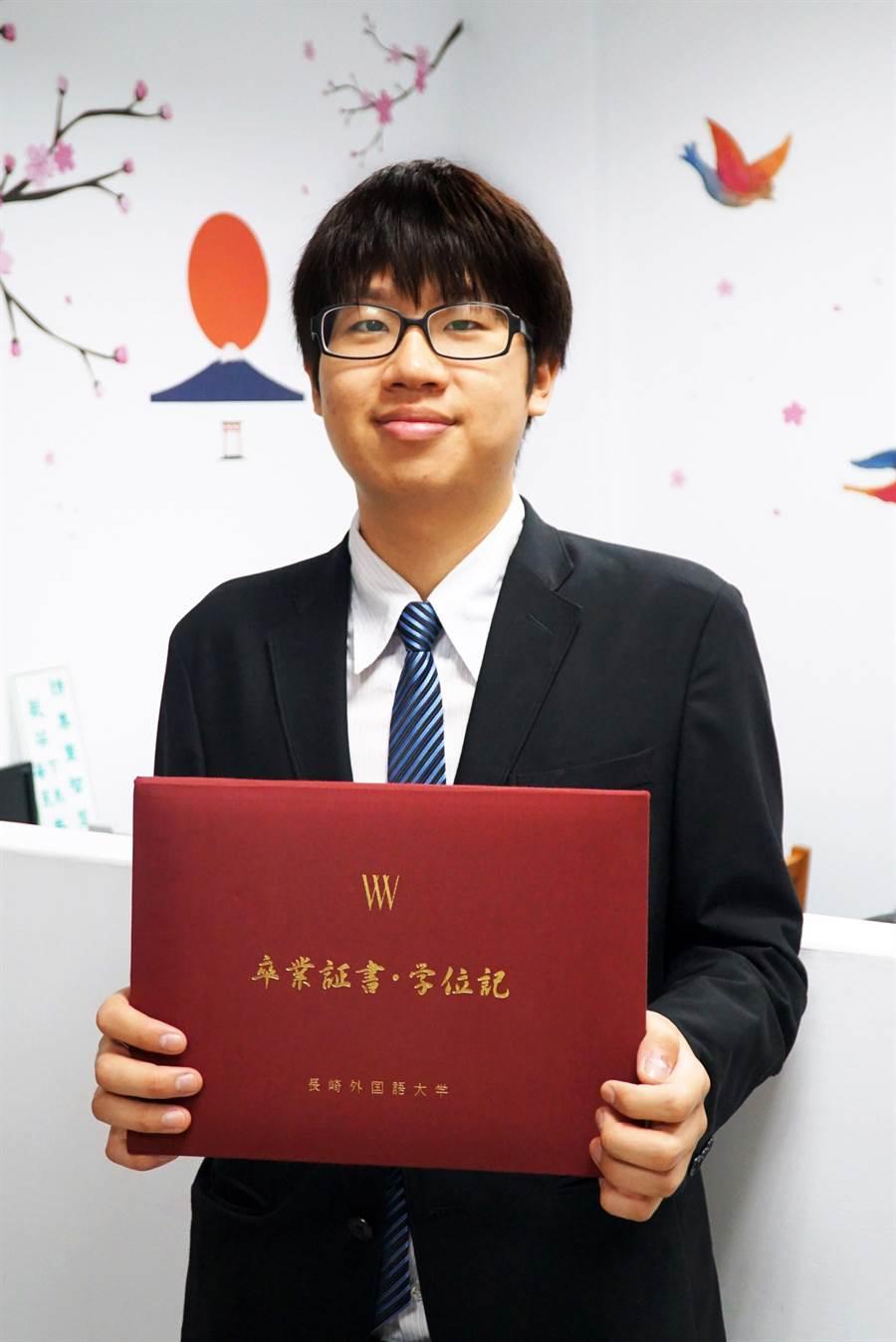 日本留學取得雙聯學位,讓大葉大學應日系學生林家民獲得日商KPG集團的渡假村工作機會。(謝瓊雲攝)