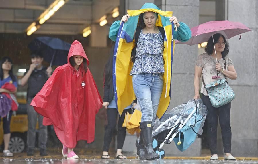 提醒民眾需多加留意天气状况。(图/本报资料照)
