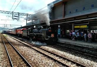 台、日蒸汽機車締結姊妹滿周歲 85名日本員工來慶祝