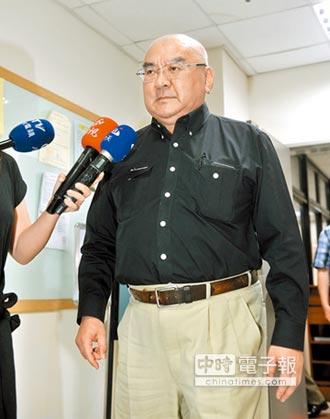 尹衍樑辭文大董事