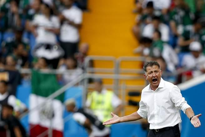 面對韓國隊全場24次動作偏大的犯規,墨西哥總教練歐索里歐不滿,希望裁判有所行動。(美聯社)