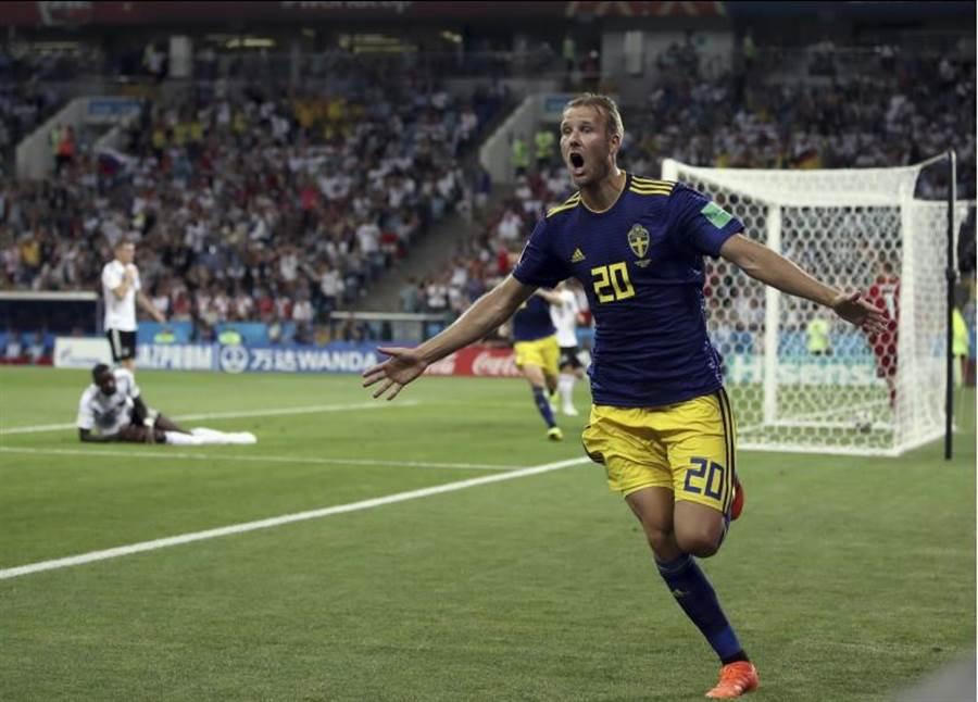 托伊沃南第32分鐘替瑞典踢進第1球。(美聯社)