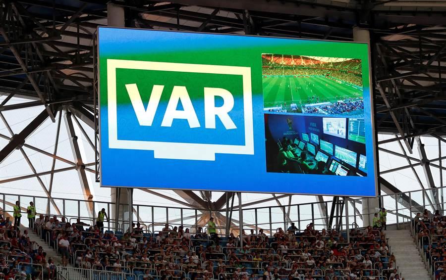 俄羅斯世界盃首度加入VAR影像助理裁判,場上裁判透過VAR給出6次12碼罰球,本屆目前29場小組賽下來不論是VAR或主審直接判定,已經累積達14次12碼,超越上屆巴西世足賽。(路透資料照)