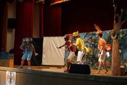 南一中卡其色兒童實驗劇團《松鼠小英雄》皮影戲亮相