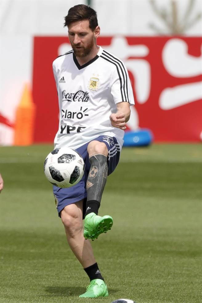 阿根廷球星梅西的31歲生日,在訓練中度過,他透露對世足冠軍的渴望,坦言要是沒在世界盃幫阿根廷封王,就不想退休。(美聯社資料照)