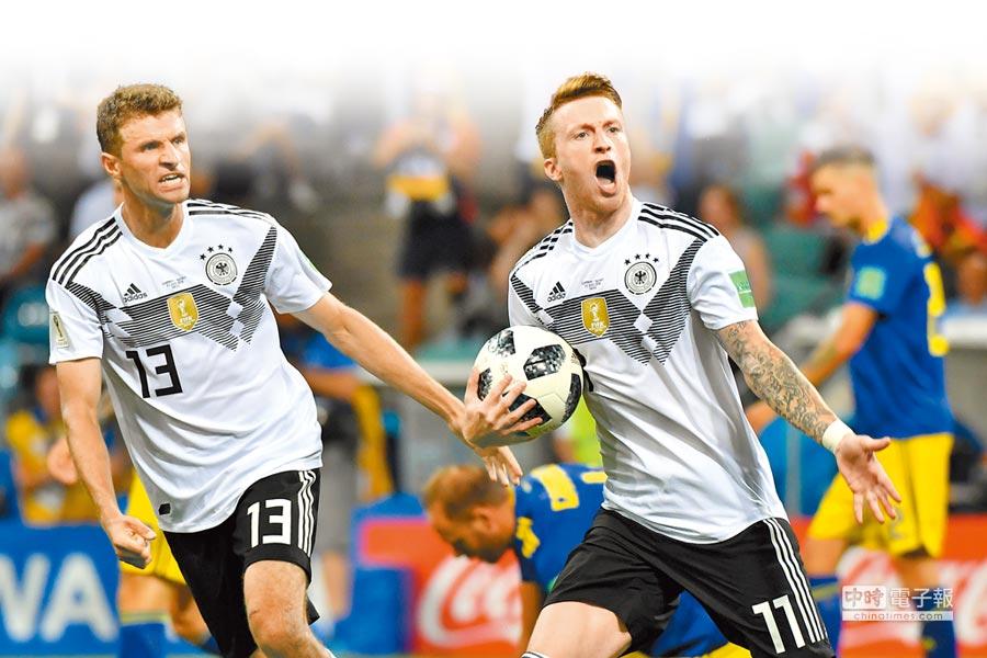 德國隊前鋒羅伊斯(右)殺入禁區內進球,1比1追平瑞典,也當選本場最佳球員。(法新社)