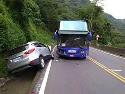 阿里山休旅車逆向撞遊覽車  8月大女嬰傷重送醫