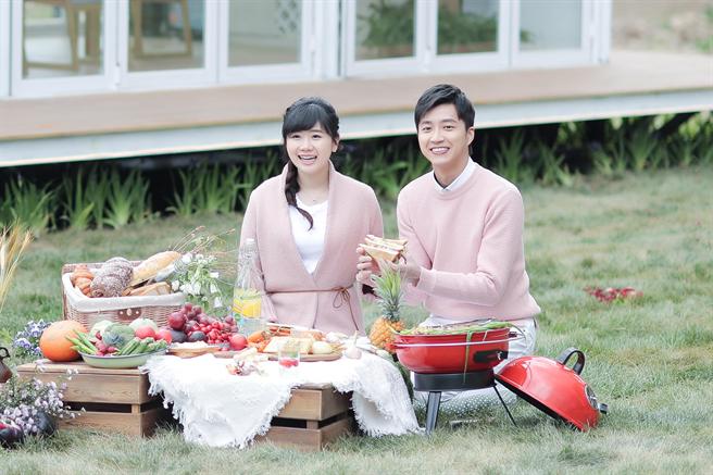 夫妻倆近期錄製節目《幸福三重奏》。(圖/華研國際)