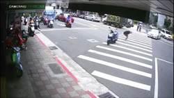 騎士遭撞「側身下馬」瞬間站立 網驚呼狂重播