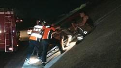 男子酒醒意圖跳堤防輕生 警方與父親及時勸阻