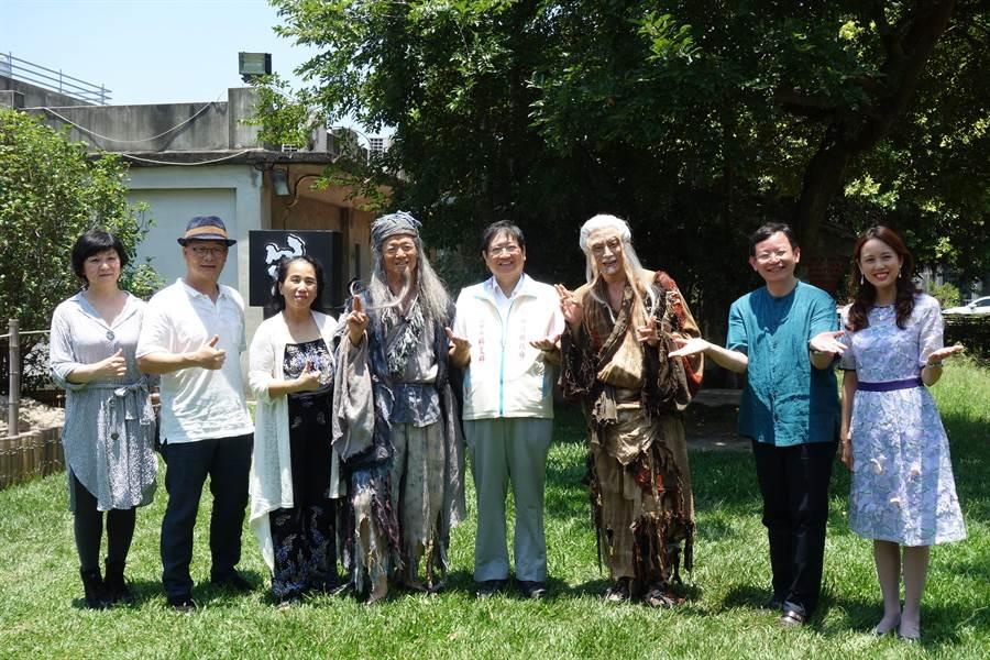 當代傳奇劇場受「台積心築藝術季」之邀,7月14日將在新竹縣文化局演藝廳上演《等待果陀》。(莊旻靜攝)