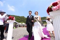 聯合婚禮潮境登場 30對新人互許終身