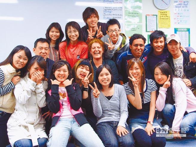 英國《泰晤士高等教育特刊》(Times Higher Education)公布「2018亞太地區最佳大學排名」,台灣31所上榜學校中,創校僅24年的朝陽科技大學因擁有豐沛的國際能量,且辦學績效卓越,今年首度進榜,成為台灣唯一進榜的私立科技大學。(,朝陽科大提供)