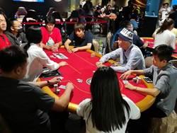 暑假動動腦 撲克競技VS警察辦的營隊活動