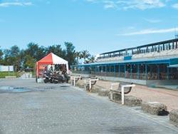 東石漁人碼頭 漁筏業者占用堤岸