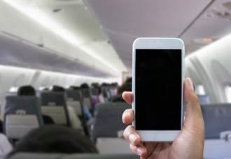 好威!手機沒馬上調飛航模式 空姐將6人趕下飛機