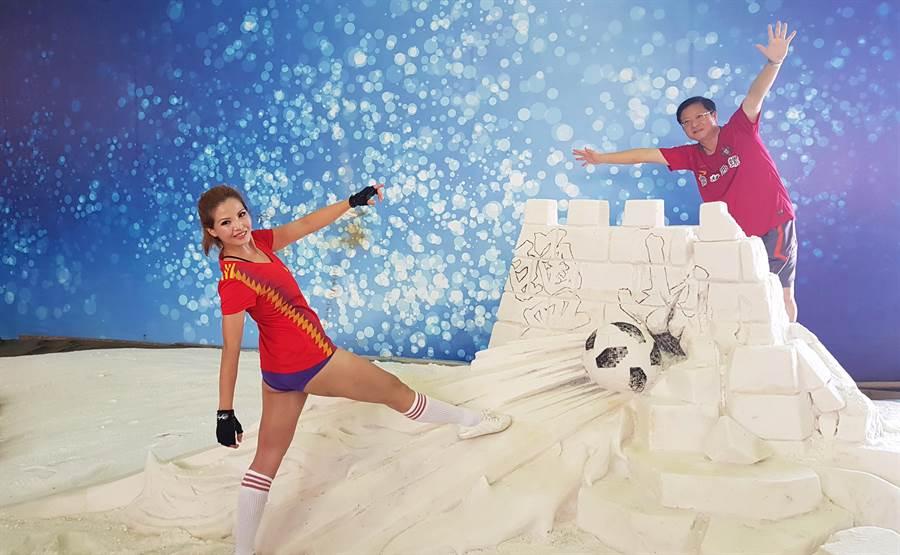 雲嘉南國家風景區管理處在七股鹽山打造鹽雕作品,搭上世足熱潮。(莊曜聰攝)