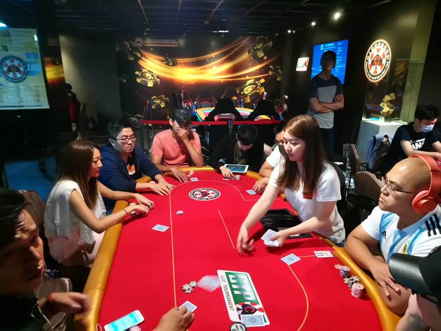 為慶祝台中分會開幕,台灣華人德州撲克競技協會在台中市舉辦全國性的積分賽,吸引撲克高手前來競技。(圖/曾麗芳)