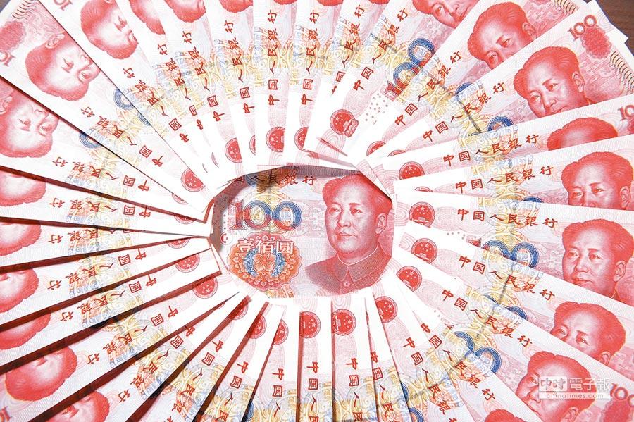大陸個稅修正案,5000元人民幣起徵點新政有望10月1日起施行。圖為人民幣。(本報資料照片)
