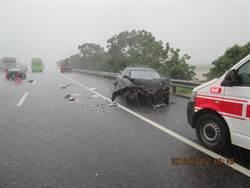 國道車禍! 小客車豪雨打滑 撞大客車駕駛輕傷