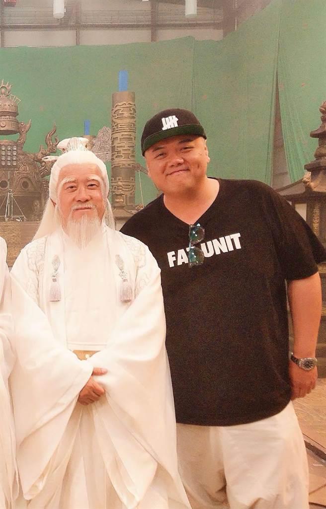 林子聰(右)和曾志偉嘴上過招談足球經。(艾迪昇提供)
